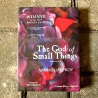 The God of Small Things ; Yang Maha Kecil